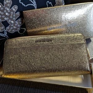 Michael Michael Kors Pocket Zip-Around Wallet